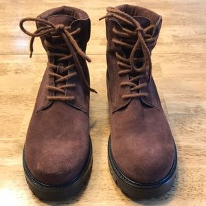 Rare, like new, Vince boots